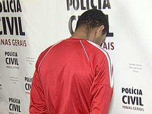 Suspeito envolvido em roubo e morte de adolescentes foge de presídio