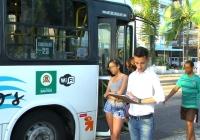 Kenny passa o domingo em ponto fiscalizando o transporte coletivo.