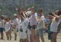 Onda da Paz cria enorme 'corrente humana' em pontos da praia