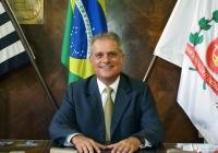 De Rosis assume presidência