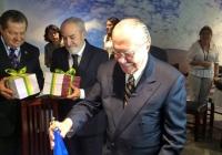 Servidores fazem homenagem de despedida para Sarney no Senado